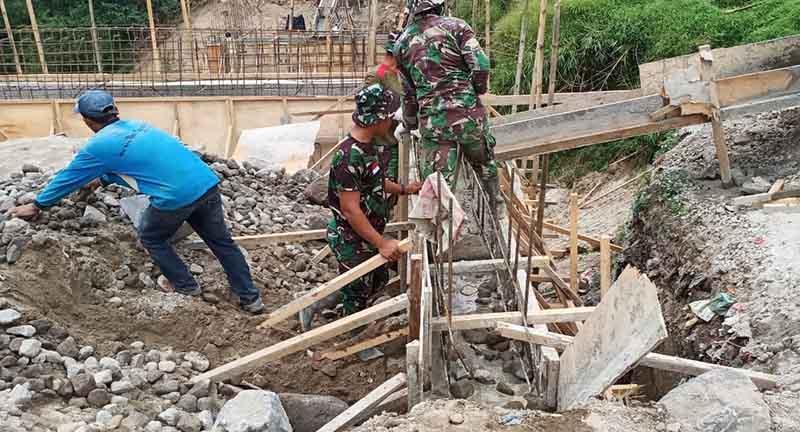 TNI dan Rakyat Semangat TMMD