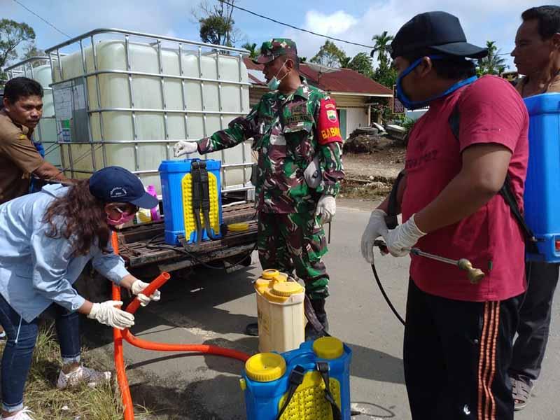 TNI Bantu Semprot Disinfektan
