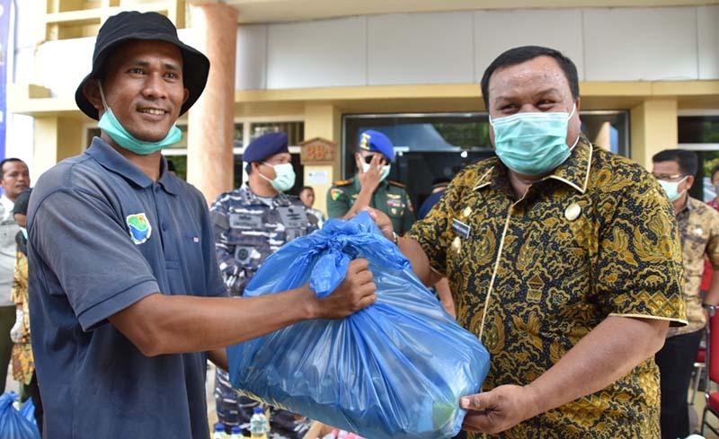 Warga Dapat Bantuan Paket Sembako dari Pemko Sibolga
