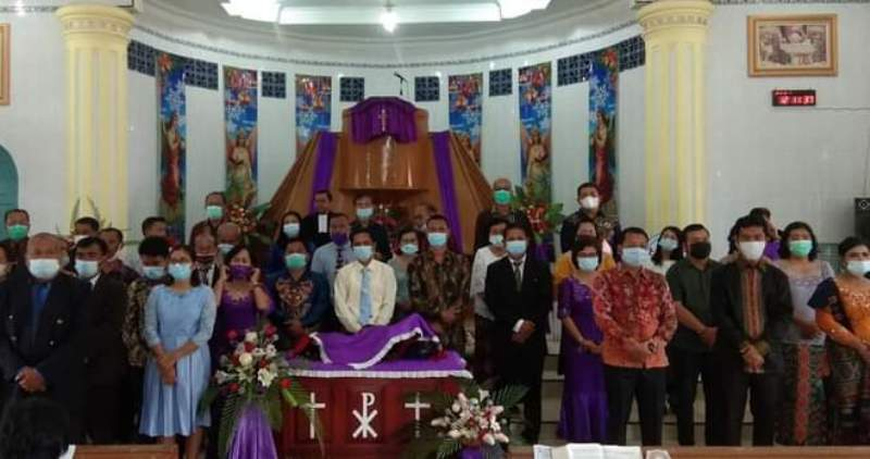 Para anggota Pokja diabadikan seusai pelantikan di Gereja HKBP Sibuluan