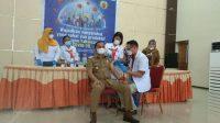Bupati Tapteng, Bakhtiar Ahmad Sibarani disuntik vaksin tahap kedua.