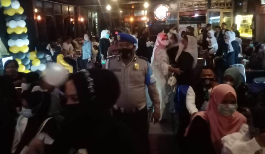 Polisi Bubarkan Acara Ulang Tahun di Lapo Harambir Pia Hotel Pandan, Kamis malam 1 April 2021