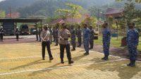 Kapolres Tapteng AKBP Nicolas Dedy Arifianto memeriksa barisan peserta dalam Operasi Keselamatan Toba 2021 di Mapolres Tapteng, Senin 12 April 2021