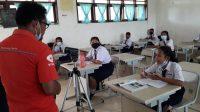Niken Situmeang pelajar SMP Negeri 3 Sipoholon Taput menyatakan kegembiraannya kepada wartawan ketika sekolahnya diijinkan tatap muka terbatas.