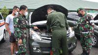 Danrem 023/KS, Kolonel Inf Febriel Buyung memerika kondisi fisik kendaraan dinas Korem 023/KS, Rabu (14/4/2021).