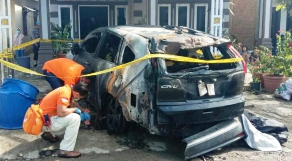 Mobil milik Anggota DPRD Tapteng, Madayansyah Tambunan, diduga dibakar oleh orang tak dikenal (OTK). (Foto: dok_istimewa)