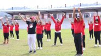 Bupati Taput Nikson Nababan Hadiri Senam Peningkat Imun Imun yang Diselenggarakan DPC PDI Perjuangan Taput di Lapangan Serbaguna Tarutung, Sabtu (8/5/2021).