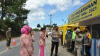 Kapolres Humbahas, AKBP Ronny Nicolas Sidabutar didampingi para PJU beserta Ketua Cabang Bhayangkari Humbahas mengecek Pos Pengamanan Operasi Ketupat Toba 2021, Senin (10/5/2021).