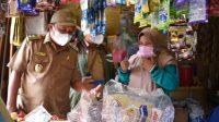 Wakil Bupati Tapteng Darwin Sitompul Berinteraksi dengan Pedagang. (Foto: dok_istimewa)