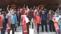Masyarakat yang tergabung dalam Forum Solidaritas Peduli Tapanuli Utara (Forsaptu) menyampaikan aspirasi ke DPRD tentang dukungan transformasi Institut Agama Kristen Negeri (IAKN) menjadi Universitas Negeri Tapanuli Raya (Untara), Jumat (28/5/2021).