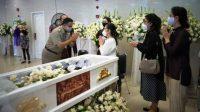Gubernur DKI Jakarta, Anies Baswedan menyampaikan ucapan turut berduka cita atas meninggalnya Pendeta Soritua Albert Ernst (SAE) Nababan.