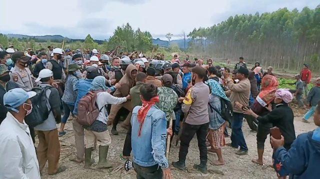 Suasana Bentrokan yang Terjadi. (Foto: dok_screenshot video)