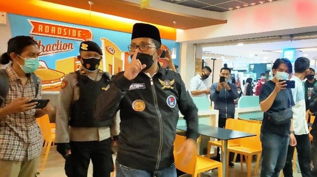 Melihat kerumunan warga tanpa mematuhi protokol kesehatan (Prokes), Wali Kota Makassar, Moh Ramadhan 'Danny' Pomanto mengamuk saat sidak ke Mal Panakukang.