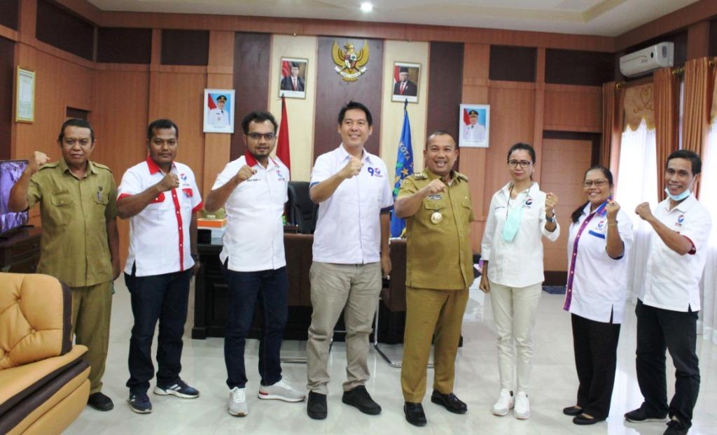 Ketua Perindo Sibolga, Maykel Fuater Bersama Tiga Aggota DPRD dari Partai Perindo Foto Bersama Wali Kota Sibolga, Jamaluddin Pohan. (Foto: sibolgakota.go.id)