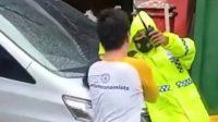 Anggota DPRD Malut nekat tabrak polisi (Video viral)