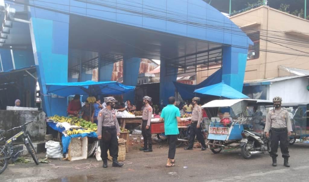 Sat Sabhara Polres Sibolga saat Berpatroli di Pajak Kota Baringin Sibolga.