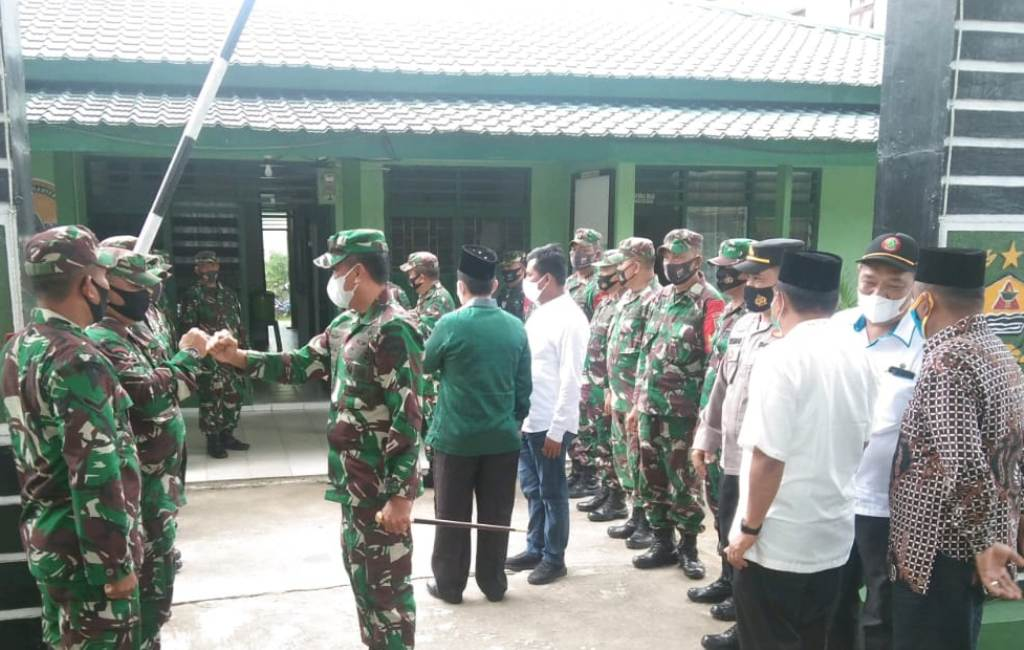 Danrem 023/KS Kolonel Inf Febriel B Sikumbang, didampingi Dandim 0212/TS, Letkol Inf Rooy Chandra Sihombing kunjungan kerja ke Koramil 10/Binanga, Sabtu (05/06/2021)