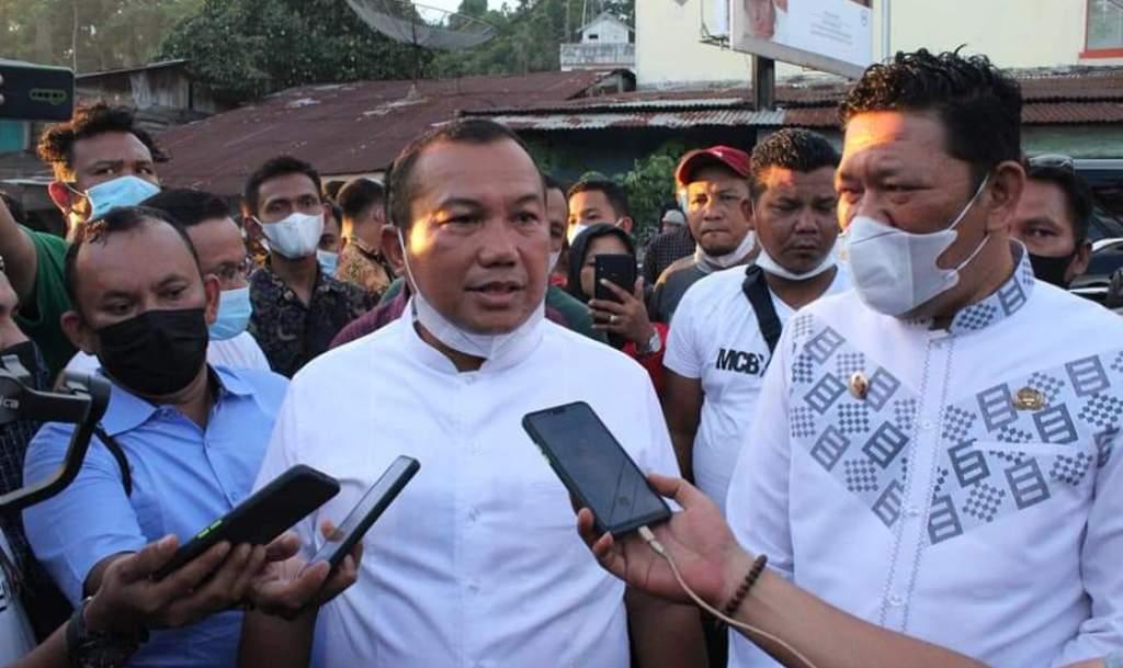 Foto: Wali Kota Sibolga Jamaluddin Pohan Didampingi Wakilnya Pantas Maruba Lumbantobing saat Memberikan Keterangan kepada Wartawan. (Dok_Istimewa)