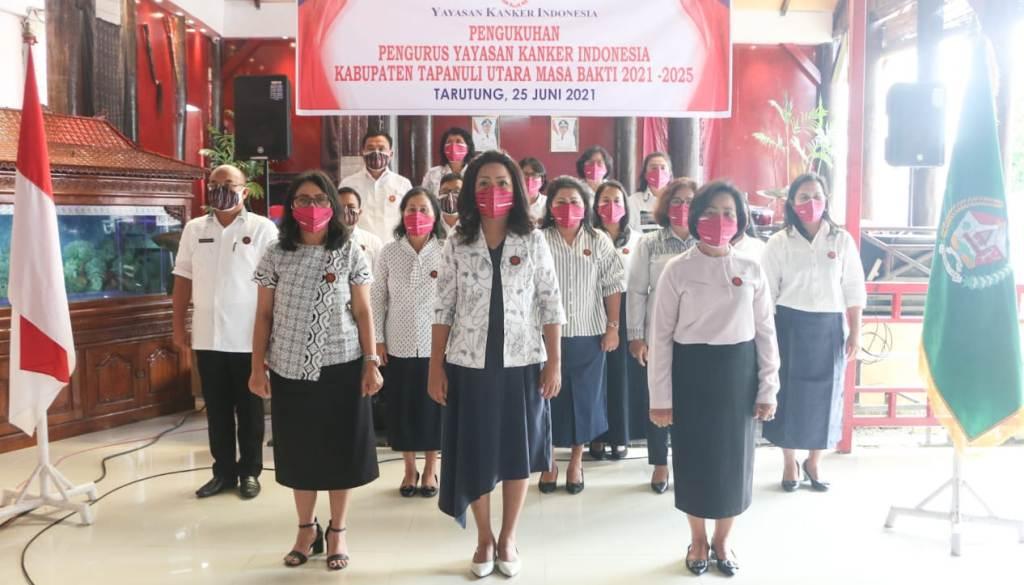 Satika Simamora dilantik untuk kedua kalinya sebagai Ketua Yayasan Kanker Indonesia (YKI) Cabang Kabupaten Taput, periode 2021-2025.