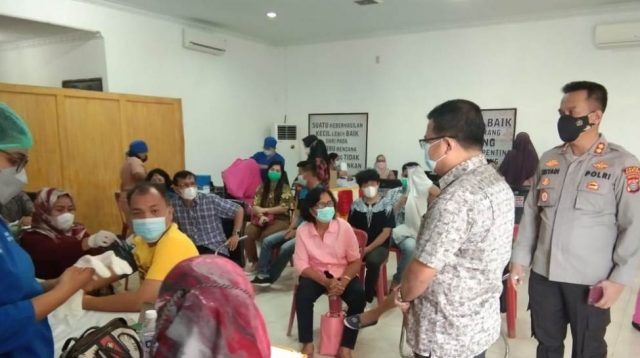 Kapolres Sibolga, AKBP Triyadi Memantau Vaksinasi. (Foto: dok_istimewa)