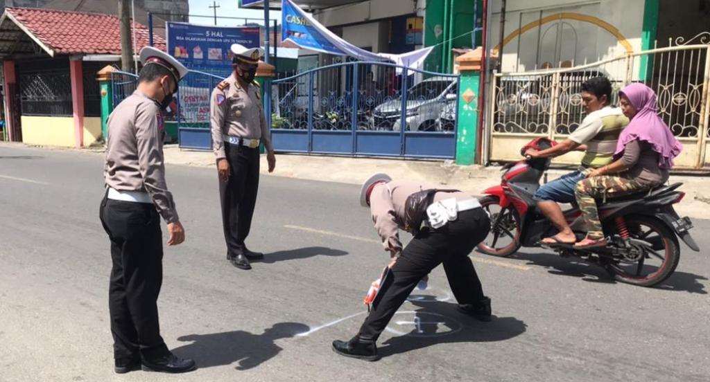 Polisi melakukan olah TKP di Lokasi Kecelakaan. (Foto: dok_istimewa)