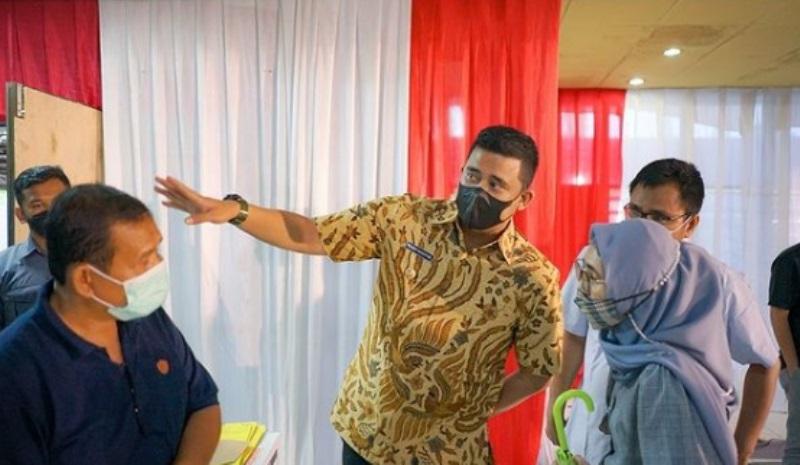 Wali Kota Medan Bobby Nasution saat meninjau langsung lokasi vaksinasi massal di Ex Bandara Polonia, baru-baru ini. (Foto: dok_Instagram)