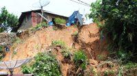 Empat unit rumah di Kota Sibolga, Sumatra Utara (Sumut) rusak diterjang longsor, pada Selasa pagi (29/6/2021) sekitar pukul 05.00 WIB. (Foto: dok_istimewa)