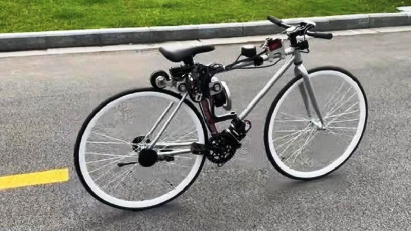 Sepeda anti jatuh Foto: Dok. YouTube Zhi Hui Jun