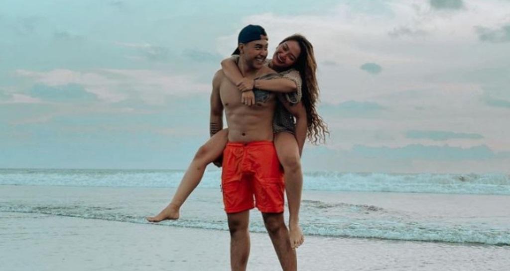 Siti Badriah dan suami liburan ke Bali. (Foto: Instagram/@krisjianabah)