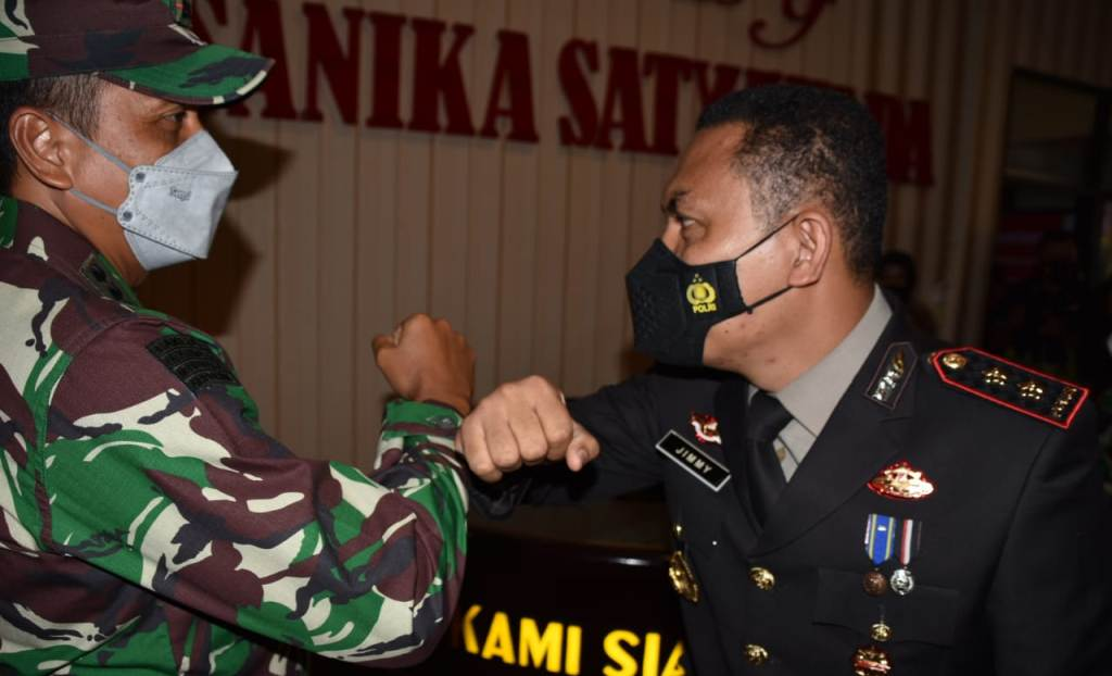 Danrem 023/KS, Kolonel Inf Febriel Buyung Sikumbang Disambut Kapolres Tapteng AKBP Jimmy Christian Samma.