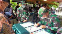 Danrem 023/KS, Kolonel Inf Febriel Buyung Sikumbang menutup Karya Bakti Kodim 0210/TU di Desa Bonan Dolok Binangara, Kecamatan Sianjur Mula-mula, Kabupaten Samosir, Jumat (10/7/2021).