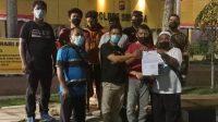 Foto: Sejumlah wartawan foto bersama usai membuat laporan ke polisi. (istimewa)