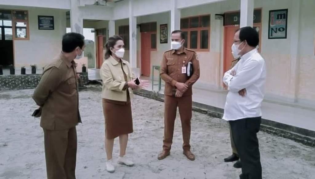Foto: Bupati Dosmar Banjarnahor melakukan pengecekan ketersediaan oksigen, dan obat-obatan di RSUD Doloksanggul. (dok/istimewa)