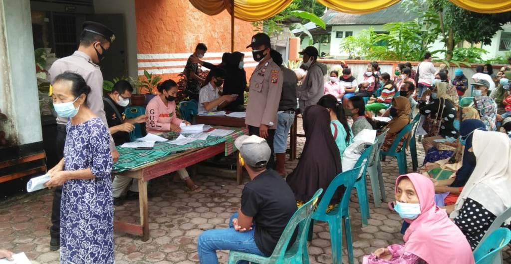 Polsek Pinangsori Mengawal Pembagian BST dan PKH di Wilayah Hukumnya. (Istimewa)