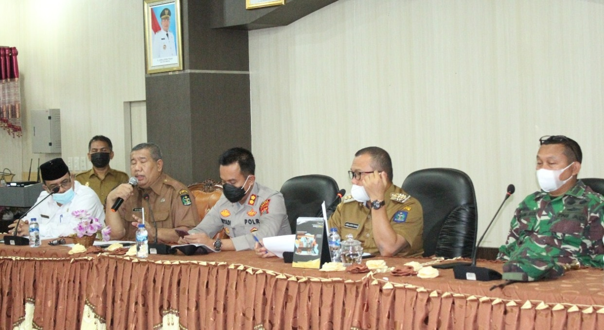 Wali Kota Sibolga, Jamaluddin Pohan memimpin rapat mendadak dalam rangka pencegahan penyebaran virus Corona di Kota Sibolga, Sumatra Utara (Sumut), Selasa (6/7/2021) pagi. (Foto: dok_istimewa)