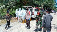Polisi dan TNI Amankan Proses Pemakaman Jenazah COVID-19 di Tapteng.