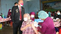 Bupati Taput Tinjau Pelaksanaan Vaksinasi di Sabungan Siborongborong