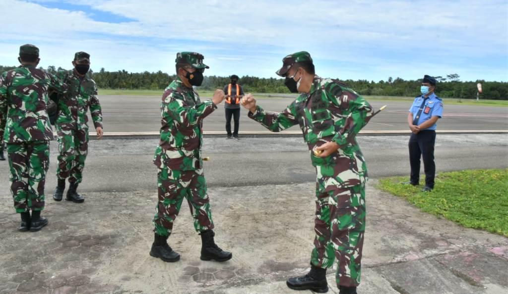 Pangdam I/Bukit Barisan (BB), Mayjen TNI Hassanudin Disambut Danrem 023/KS, Kolonel Inf Febriel Buyung Sikumbang. (Foto: dok/istimewa)