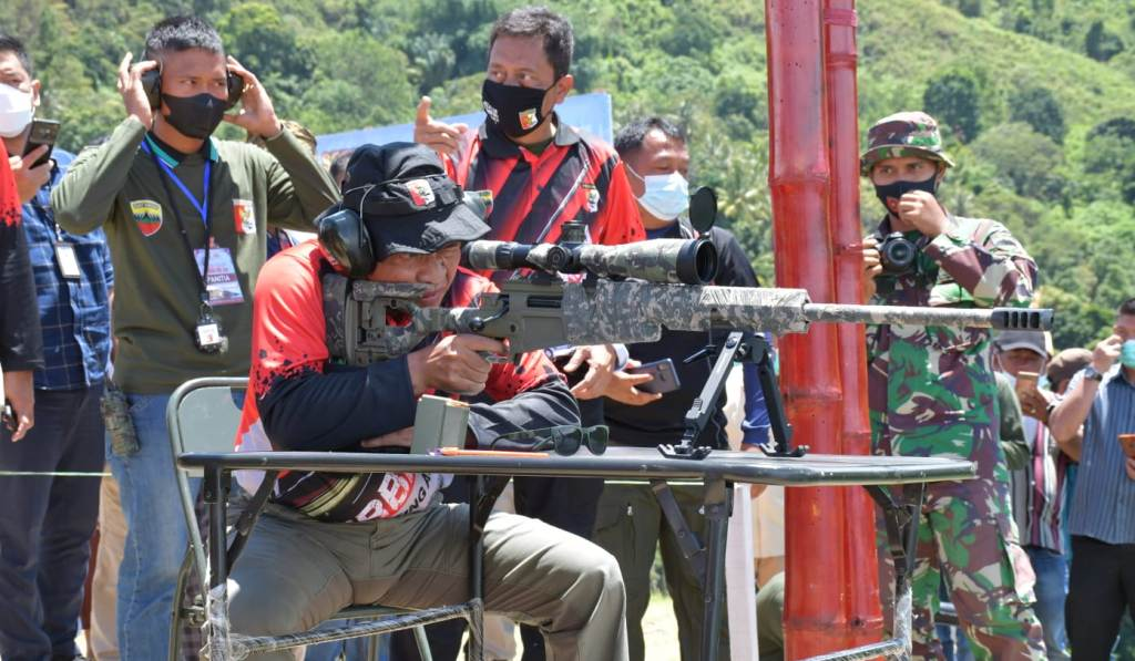 Pangdam I/BB, Mayjen TNI Hassanudin dan Danrem 023/KS, Kolonel Inf Febriel Buyung Sikumbang menghadiri penutupan Lomba Tembak Grand Prix seri ketiga. (dok/istimewa)