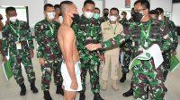 Foto: Danrem 023/KS, Kolonel Inf Febriel Buyung Sikumbang Menghadiri Sidang Parade Calon Bintara PK TNI AD Sub Panda Korem 023/KS. (dok/istimewa)