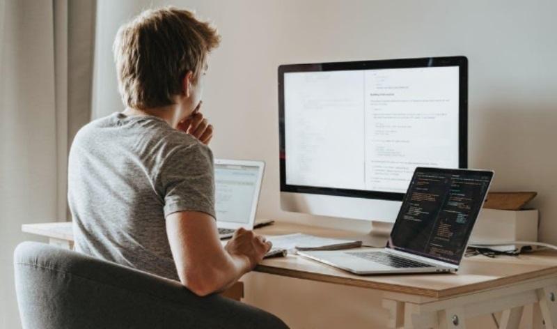 Tips Memilih Laptop untuk Konten Kreator (ilustrasi)