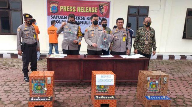 Kapolres Taput AKBP Ronald FC Sipayung Pimpin Konferensi Pers..