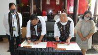 Foto: Bupati Taput Nikson Nababan bersama President Director PT. Angkasa Pura II, Muhammad Awaluddin menandatangani perpanjangan perjanjian kerjasama pemanfaatan tanah untuk pengembangan Bandara Internasional Silangit. (Istimewa)