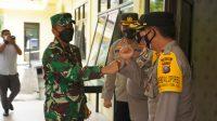 Foto: Danrem 023/KS Kolonel INF Febriel Buyung Sikumbang Disambut Kapolres AKBP Rocky H.Marpaung. (Istimewa)