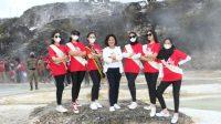 Satika Simamora bersama Duta Finalis POD 2021 Berswafoto di Kawasan Pemandian Air Panas Sipoholon, Taput.